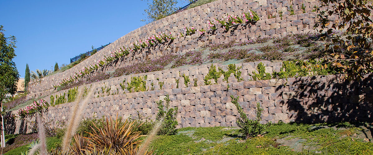 Belgard's Diamond Pro Stone Cut Retaining Wall